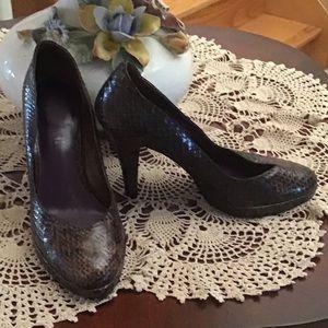 Brown/black animal print round toe pump shoes